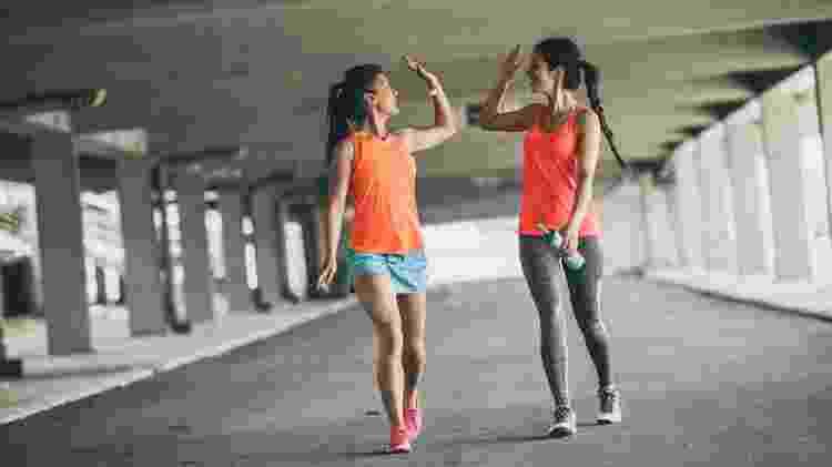 caminhada, caminhar, exercício físico, atividade, treino, fitness, amigas, amigo, academia - iStock - iStock
