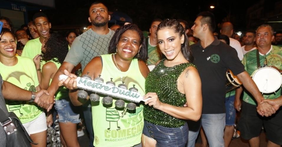 4.fev.2015 - Musa da Mocidade Independente de Padre Miguel do Carnaval 2016,  Anitta apareceu de surpresa no ensaio da escola de samba na noite desta segunda-feira .O ensaio de rua aconteceu em um conjunto habitacional em Bangu, na Zona Oeste do Rio de Janeiro