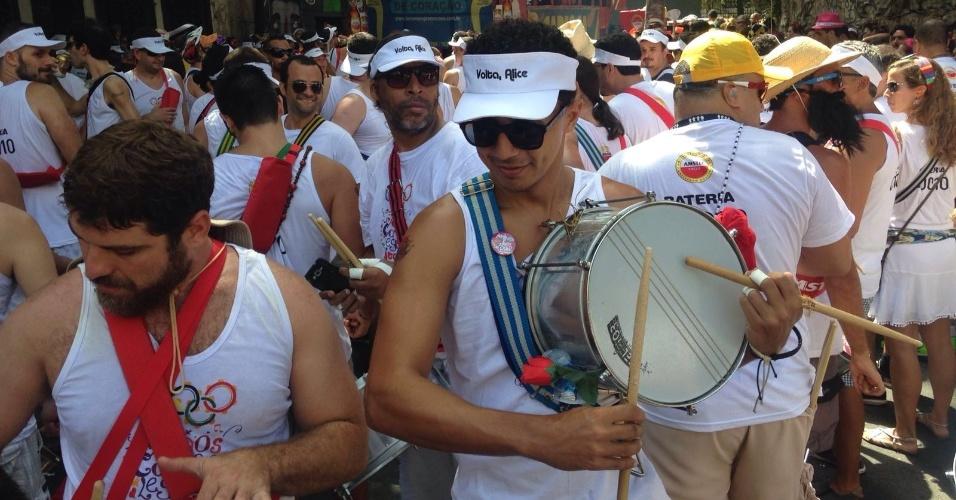 24.jan.2015 - Ritmistas do Bloco Volta, Alice tocam na manhã de domingo pelas ruas de Laranjeiras, no Rio