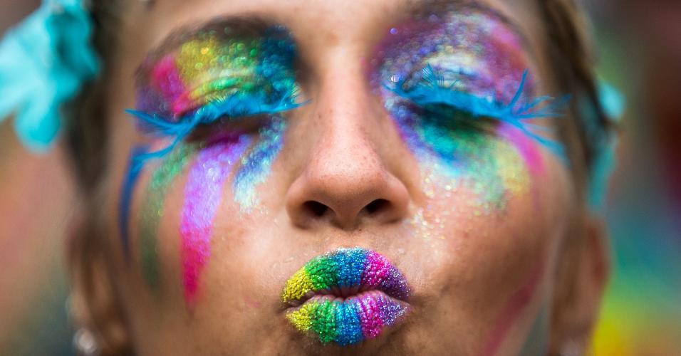Folionas capricharam na maquiagem e fantasia no terceiro dia de Carnaval