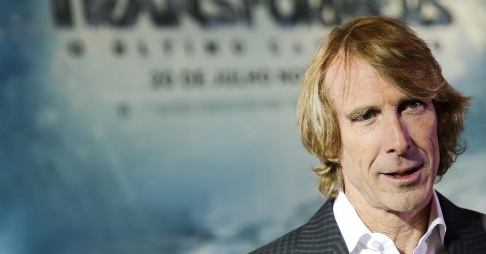 """O diretor de """"Transformers 5 - O Último Cavaleiro"""", Michael Bay, também dirigiu os outros filmes da franquia, além de """"Armagedom"""" e """"Pearl Harbor"""""""