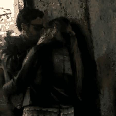 Marília Mendonça é vista aos beijos com ator no Rio de Janeiro - Reprodução - Reprodução