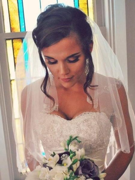 A noiva Dawnetta Heinz, que vai doar seu vestido para outras 12 mulheres - Acervo pessoal