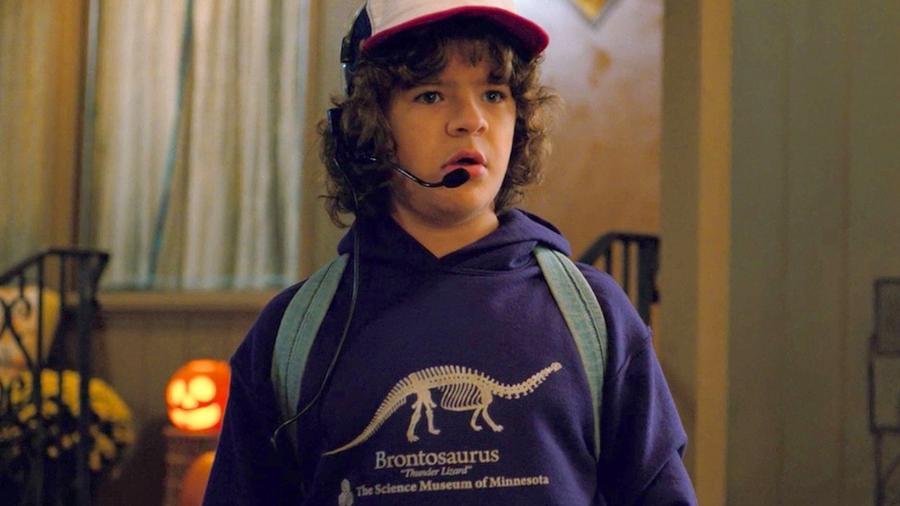 """Dustin (Gaten Matarazzo), de """"Stranger Things"""", vestindo a disputada peça - Reprodução/Netflix"""