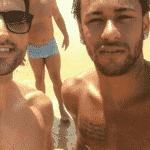 Neymar tira foto com fã em Fernando de Noronha - Reprodução/Instagram