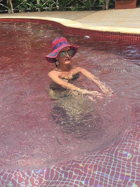 Fátima Bernardes posta foto na piscina - Reprodução/Instagram/fatimabernardes
