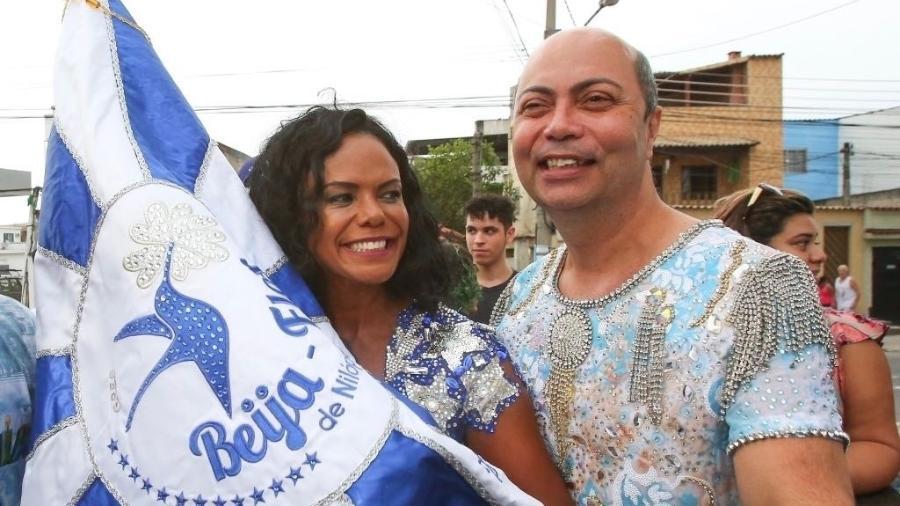 Selminha Sorriso e o carnavalesco Cid Carvalho chegam a Nilópolis para festejar o título da Beija-Flor - Marco Antônio Teixeira/UOL