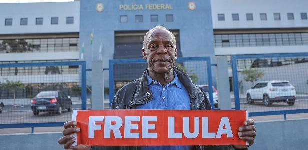 O ator Danny Glover pede a liberdade de Lula, em maio de 2018 - Ricardo Stuckert