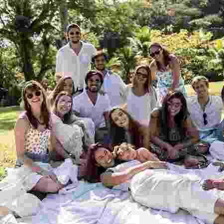Família no batizado de Madalena, filha de Bruno Gissoni e Yanna Lavigne - Instagram/@adrianalavigne