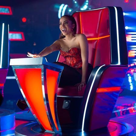 """Anitta posta foto como técnica do """"La Voz"""", o """"The Voice"""" mexicano - Reprodução/Instagram/anitta"""