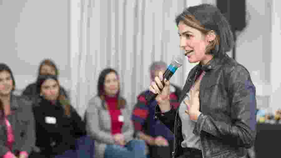 """Rafa Brites durante palestra em ONG de Porto Alegre: """"Me sinto bem sucedida profissionalmente"""" - Projeto Camaleão/Facebook"""