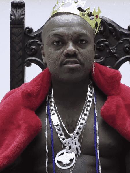 """O rapper mineiro Djonga no clipe """"A Música da Mãe"""" - Reprodução"""
