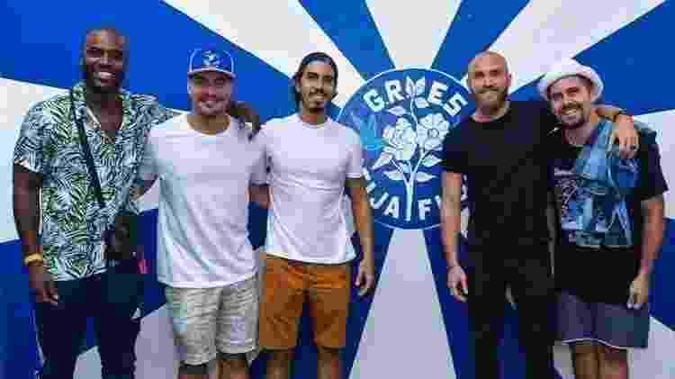 Thiago levou amigos famosos como, Rafael Zulu  e Thiago Martins, para participar do projeto social na escola de samba Beija-Flor - Reprodução/Instagram/@thigagliasso