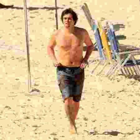 Felipe Dylon praticando exercício na Praia de Ipanema - JC Pereira/ AgNews