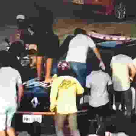 Grupo toma viatura da policia no Ceará - Reprodução/Youtube