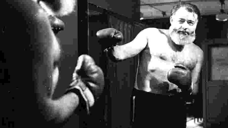 Hemingway treinando boxe. - Arquivo