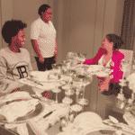 Simone e Willian, do Arsenal, participam de jantar - Reprodução / YouTube