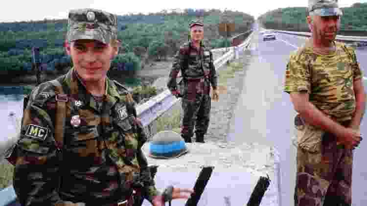 Soldados russo, moldávio e transdnístrio em zina de segurança durante a guerra - Getty Images - Getty Images
