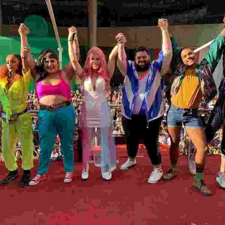 Mandy Candy na Parada do Orgulho LGBT de São Paulo, em 2019, com outros influenciadores - Reprodução/Instagram - Reprodução/Instagram