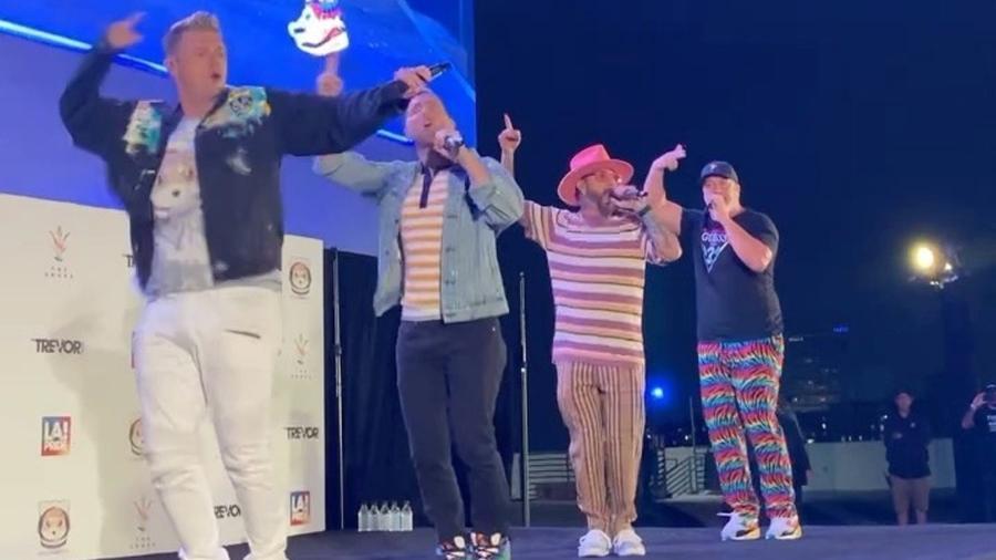 """Backstreet Boys e """"N Sync em apresentação conjunta - Reprodução/Instagram"""