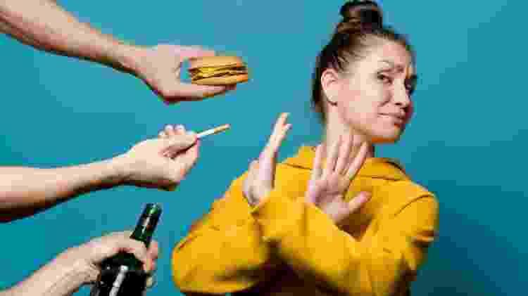 Mudança de hábitos, hábitos ruins, nocivos, cigarro, bebida, fast food - iStock - iStock