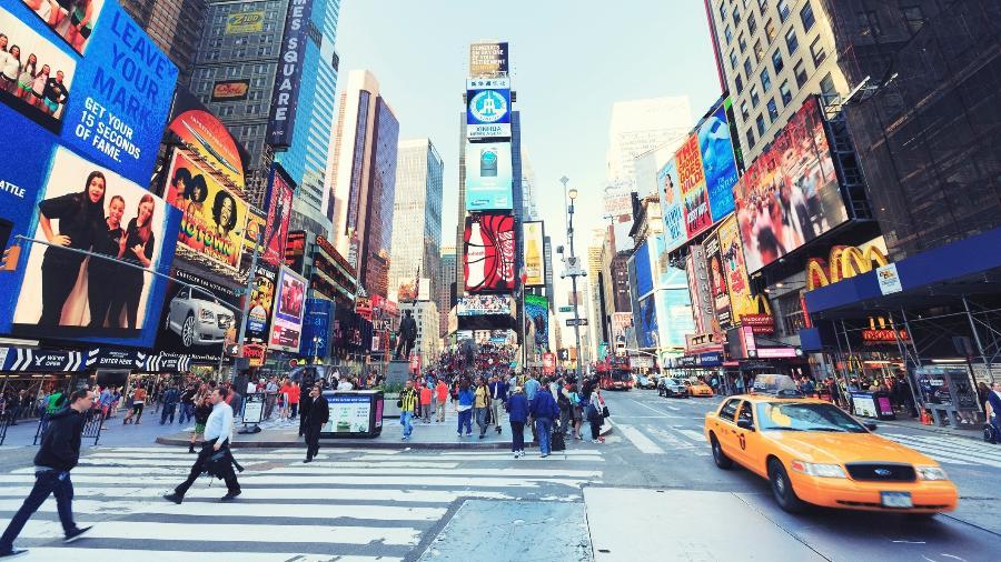 A Times Square, em Nova York, sempre lotada de turistas internacionais antes da pandemia, voltará recebê-los novembro - Getty Images/iStockphoto