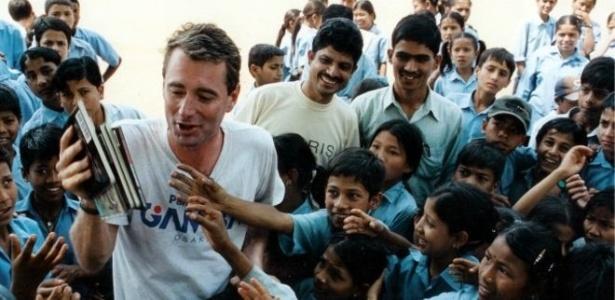 """Wood, fundador da ONG """"Room to Read"""", que constrói bibliotecas em países pobres - Room to Read"""