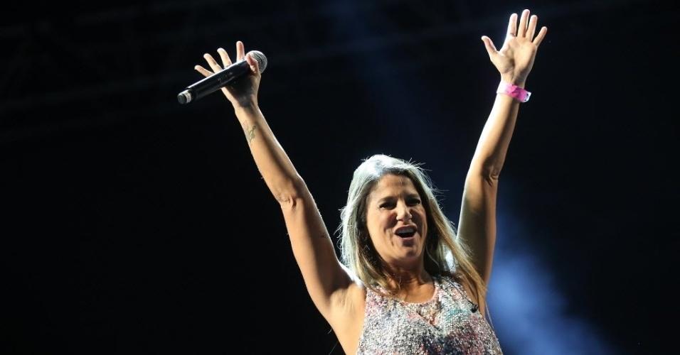 23.jan.2016 - Público curte o show da banda Carrossel da Emoção, durante sua apresentação no CarnaUOL, que acontece no Urban Stage, em São Paulo. A principal atração da noite é Ivete Sangalo.