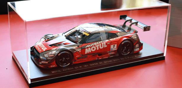 Miniatura do GT-R Super GT500, de competição, é brinde do carro de verdade - Murilo Góes/UOL