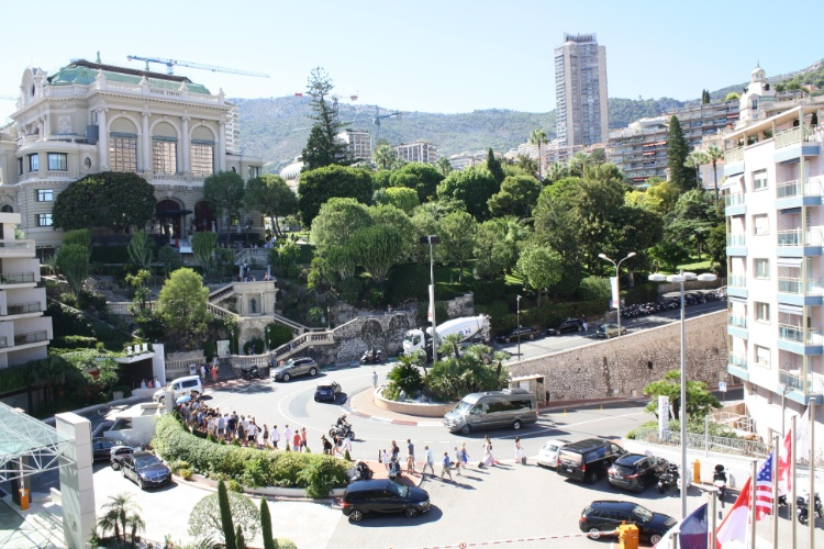 Famosa curva do circuito de Fórmula 1 de Mônaco vista a partir do hotel Fairmont