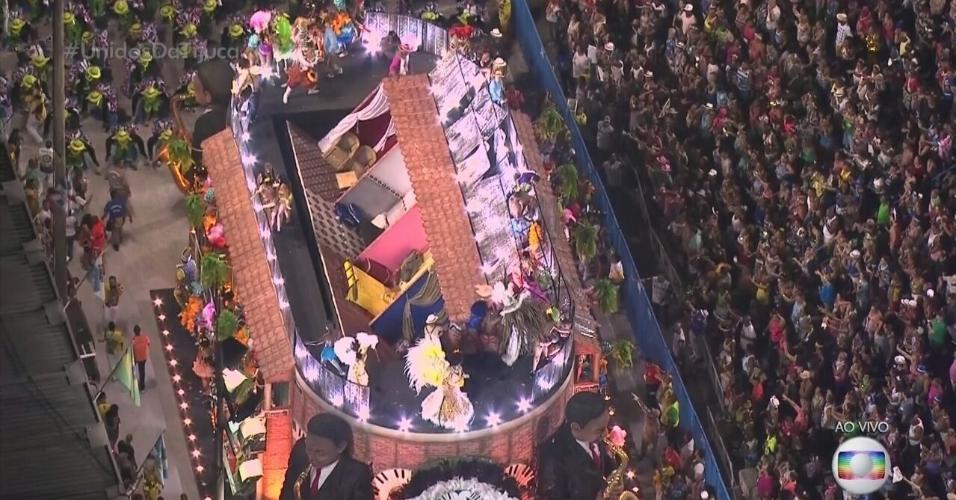 Resultado de imagem para Parte de carro alegórico da Unidos da Tijuca, no Rio,