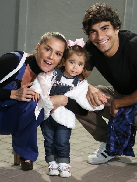 Deborah Secco e o marido, Hugo Moura com a filha, Maria Flor - Roberto Filho / Brazil News