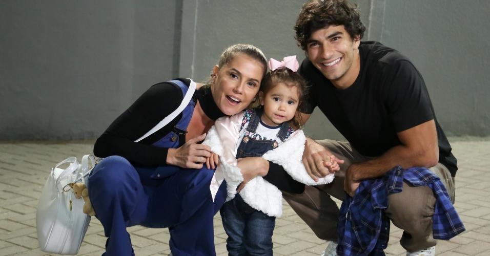 Deborah Secco e o marido, Hugo Moura, levam a filha para o espetáculo Disney On Ice na Barra da Tijuca, zona oeste do Rio