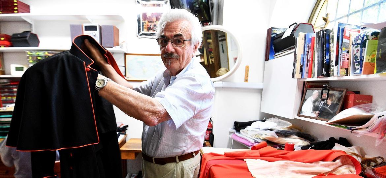 O alfaiate Raniero Mancinelli - Vicenzo Pinto/AFP