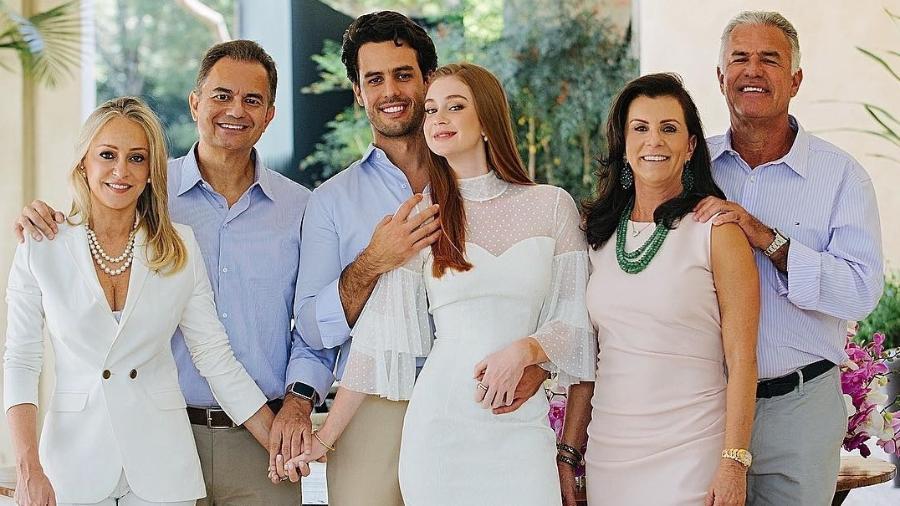 Marina Ruy Barbosa, com os pais, o marido, Xandinho Negrão, e os sogros - Reprodução/Instagram