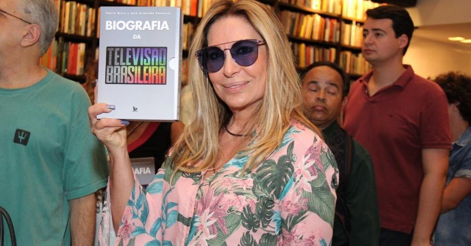 """A cantora Rosemary no lançamento da """"Biografia de Televisão Brasileira"""", dos jornalistas Flávio Ricco e José Armando Vannucci, no Rio"""