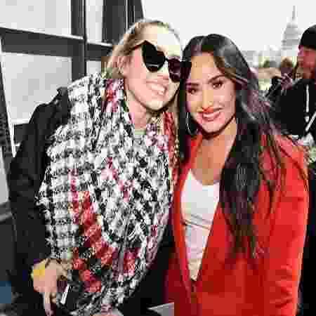 Miley Cirus e Demi Lovato - Reprodução/Twitter