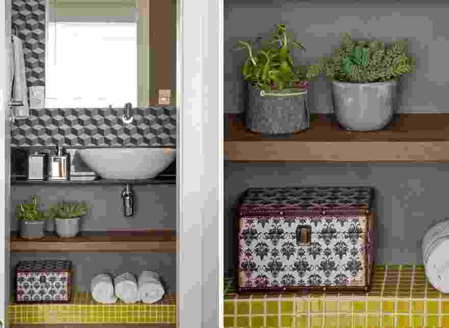 A intenção da designer de interiores Adriana Fontana foi criar efeitos decorativos sem alterar a cuba e a bancada já entregues pela construtora - Julia Ribeiro/ Divulgação