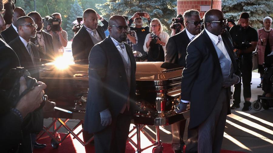 Caixão de Aretha Franklin é levado para funeral em Detroit - Scott Olson/Getty Image
