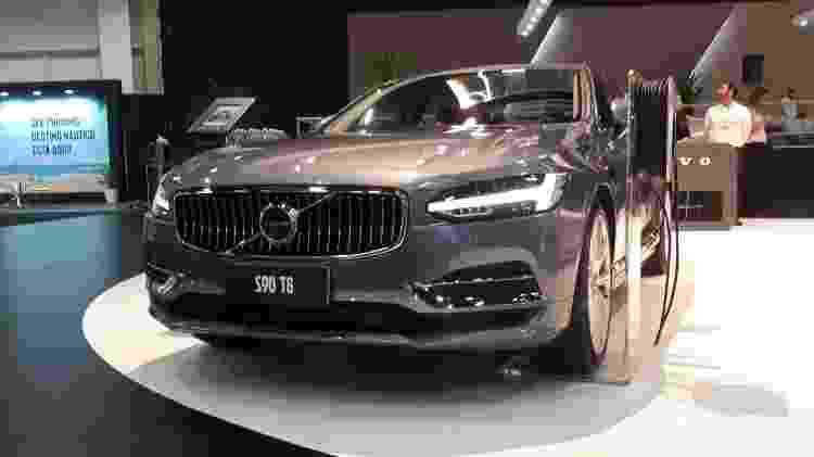 Rival de BMW Série 5, Mercedes Classe E e Audi A6, S90 T8 custará R$ 365.950 na versão única Inscription - Vitor Matsubara/UOL