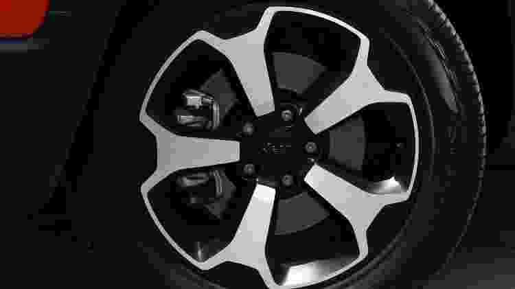 As quatro novas rodas de 16 a 19 polegadas estão entre as novidades que mais gostamos no Renegade 2019. Esta aqui pertence à versão Trailhawk. Tem estilo ou não tem? - Murilo Góes/UOL