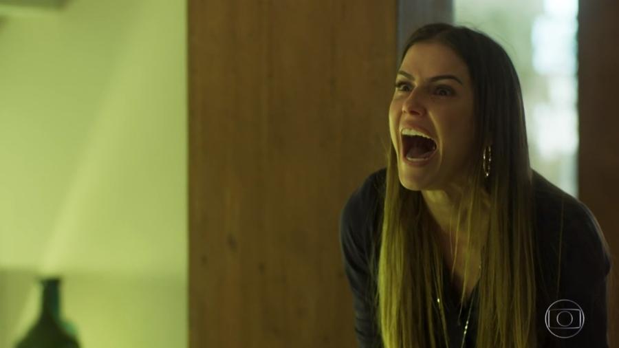 Karola (Deborah Secco) em cena de revelação de maternidade de Valentim (Danilo Mesquita) - Reprodução/Globo