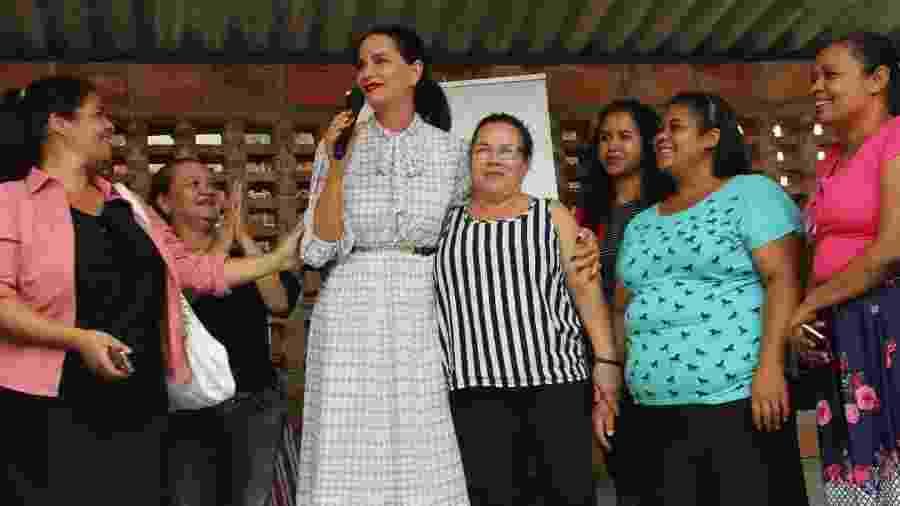 Luiza Brunet com as costureiras do projeto Costurando Sonhos, da comunidade de Paraisópolis - Jessica Lopes