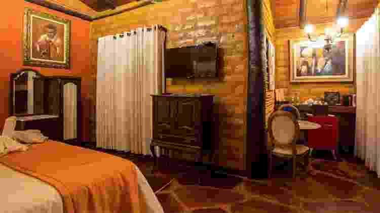 O interior de uma das suítes dos chalés da Pousada Inácia - Divulgação - Divulgação