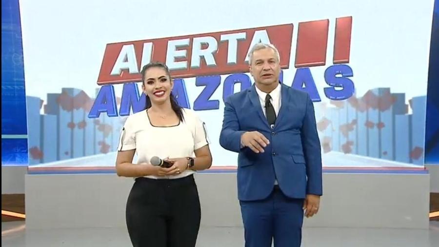 Sikêra Jr. e a repórter Mayara Rocha - Reprodução/RedeTV