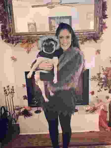 Sonya com um de seus 4 cães - Reprodução/Instagram