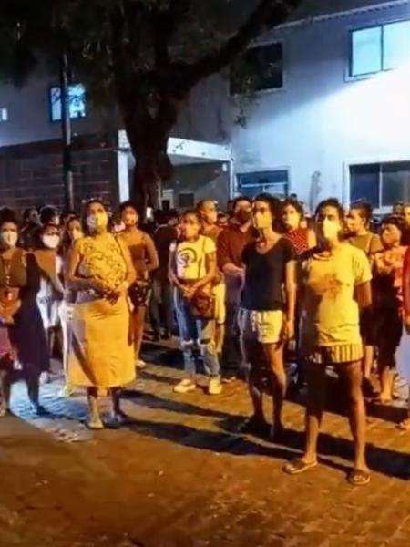 Grupo de mulheres protesta em frente a hospital em que menina de 10 anos está internada - Reprodução/Instagram