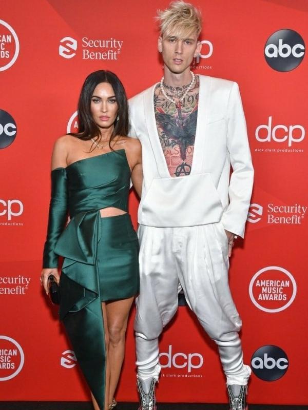 Megan Fox e Machine Gun Kelly no American Music Awards