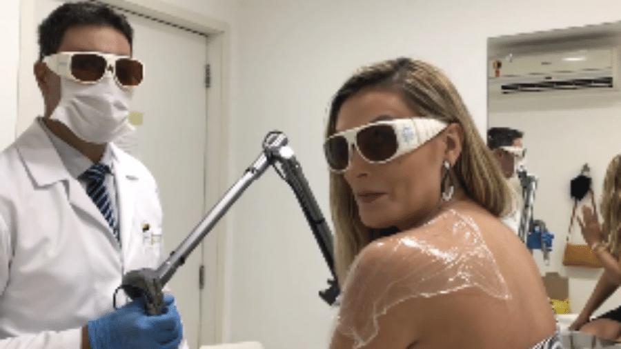 Andressa Urach compartilhou detalhes de sessão de laser e antes e depois de primeiras tatuagens 100% removidas - Reprodução/Instagram