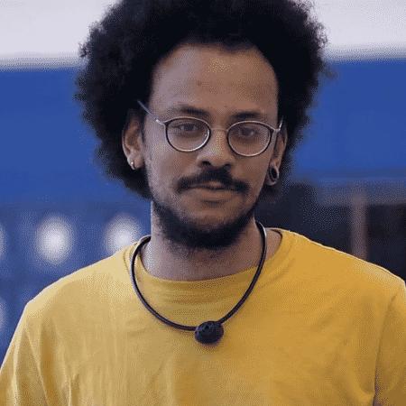 BBB21: João Luiz conversa na área externa da casa - Reprodução / Globoplay - Reprodução / Globoplay